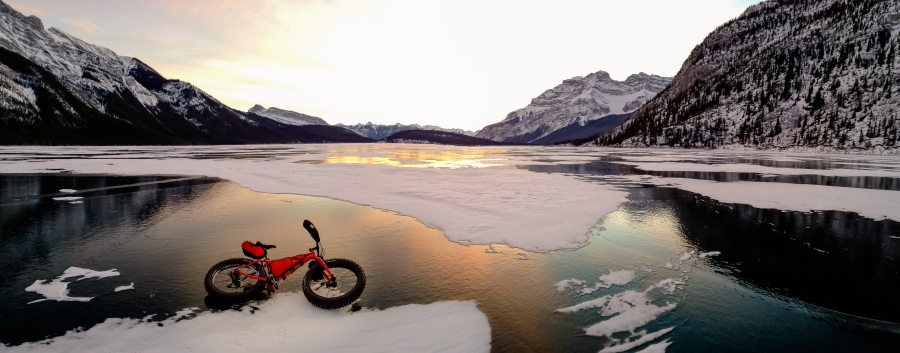 fat_bike_lake_minnewanka_banff_national_park